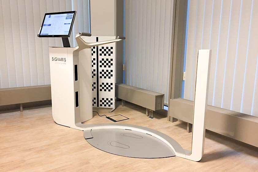 Blick in die Kabine mit dem 3D-Beinscanner zur exakten und berührungslosen Beinvermessung, um Kunden mit passgenauen Kompressionsstümpfen zu versorgen.